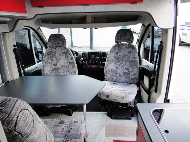 home car fourgon isere evasion 2013 camping car profil occasion 29900 camping car conseil. Black Bedroom Furniture Sets. Home Design Ideas